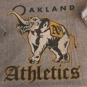 Oakland Athletics T-shirt with elephant size xl